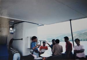 Andy F Noya (kiri) dan bapak saya (dua dari kiri) mendengarkan pembicaraan Gubernur Barnabas Suebu